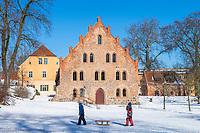 Amtshaus, Kornspeicher und Torkapelle von Kloster Lehnin im Winter, Kloster Lehnin, Potsdam-Mittelmark, Brandenburg, Deutschland