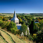 Great Britain, England, Hampshire, East Meon: View over Village Church and Meon Valley | Grossbritannien, England, Hampshire, East Meon: Blick uebers Dorf und das Meon Valley