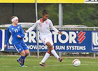 UEFA Women's Under 17 Championship - Second Qualifying round - group 1 : England - Iceland : .Elisha N'Dow aan de bal voor Telma Thrastardottir.foto DAVID CATRY / Vrouwenteam.be