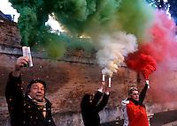 Manifestazione del Movimento dei Forconi contro le politiche di austerita' del governo, le tasse e la disoccupazione, in Piazza del Popolo a Roma, 18 dicembre 2013.<br /> Pitchforks Movement's protesters gather against government's austerity measures, taxes and unemployment in Rome, 18 December 2013.<br /> UPDATE IMAGES PRESS/Riccardo De Luca
