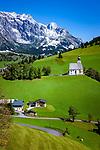 Austria, Salzburger Land, Pinzgau, farmhouse near Dienten with Hochkoenig mountains and village church 'auf dem Buehel' | Oesterreich, Salzburger Land, Pinzgau, Bauernhof bei Dienten vorm Hochkoenig (2.941 m) und Dorfkirche auf dem Buehel