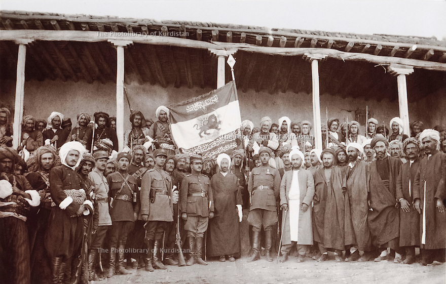 Iran 1930 .6th from right, Seifal Qozzat, oncle de Qazi Mohammed with kurdish tribes and Persian officials. Iran 1930 .6eme a droite, Seifal Qozzat, oncle de Qazi Mohammed avec des tribus kurdes et des officiels persans