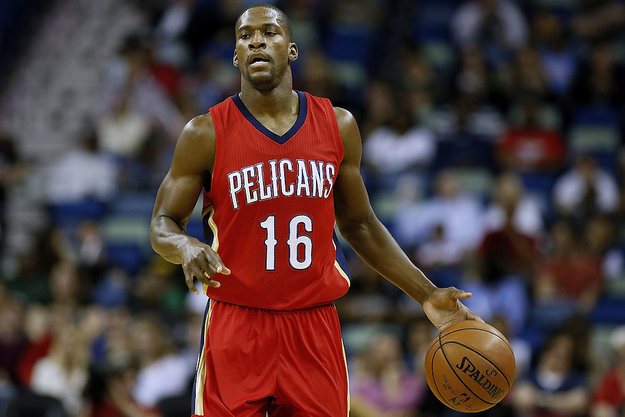 NEW ORLEANS, LA - MARCH 26: Toney Douglas #16 of the New Orleans Pelicans drives with the ball during a game at the Smoothie King Center on March 26, 2016 in New Orleans, Louisiana. NOTE TO USER: User expressly acknowledges and agrees that, by downloading and or using this photograph, User is consenting to the terms and conditions of the Getty Images License Agreement.  (Photo by Jonathan Bachman/Getty Images)
