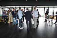 Berlins Buergermeister Michael Mueller (Bildmitte) besuchte am Montag den 8. Juni 2015 die IT-Abteilung des Online-Modeunternehmen Zalando in Berlin. Er lies sich von den Zalando-Vorstandsmitgliedern Rubin Ritter (rechts neben Mueller) und David Schneider (links neben Mueller) die Plaene der Firma fuer die kommenden Jahre erklaeren.<br /> 8.6.2015, Berlin<br /> Copyright: Christian-Ditsch.de<br /> [Inhaltsveraendernde Manipulation des Fotos nur nach ausdruecklicher Genehmigung des Fotografen. Vereinbarungen ueber Abtretung von Persoenlichkeitsrechten/Model Release der abgebildeten Person/Personen liegen nicht vor. NO MODEL RELEASE! Nur fuer Redaktionelle Zwecke. Don't publish without copyright Christian-Ditsch.de, Veroeffentlichung nur mit Fotografennennung, sowie gegen Honorar, MwSt. und Beleg. Konto: I N G - D i B a, IBAN DE58500105175400192269, BIC INGDDEFFXXX, Kontakt: post@christian-ditsch.de<br /> Bei der Bearbeitung der Dateiinformationen darf die Urheberkennzeichnung in den EXIF- und  IPTC-Daten nicht entfernt werden, diese sind in digitalen Medien nach §95c UrhG rechtlich geschuetzt. Der Urhebervermerk wird gemaess §13 UrhG verlangt.]