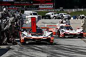 #7 Acura Team Penske Acura DPi, DPi: Helio Castroneves, Ricky Taylor, #6 Acura Team Penske Acura DPi, DPi: Juan Pablo Montoya, Dane Cameron, pit stop
