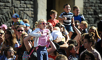 Pictured: Saturday 17 September 2016<br /> Re: Roald Dahl's City of the Unexpected has transformed Cardiff City Centre into a landmark celebration of Wales' foremost storyteller, Roald Dahl, in the year which celebrates his centenary.<br /> A parent gives her child a helping hand to view the event.
