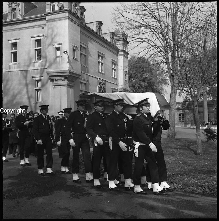9 Mars 1976. Vue des obsèques du Commandant Le Goff.