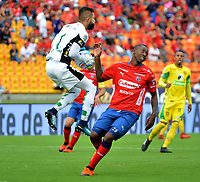MEDELLÍN- COLOMBIA, 09-09-2018.Juan Fernando Caicedo (Der) jugador del Independiente Medellín disputa el balón con Arled Cadavid (Izq.) jugador de Leones  durante partido por la fecha 9 de la Liga Águila II 2018 jugado en el estadio Atanasio Girardot de la ciudad de Medellín. /Juan Fernando Caicedo (R) player of Independiente Medellin fights for the ball with Arled Cadavid (L) player of Leones  during the match for the date 9 of the Liga Aguila II 2018 played at Atanasio Girardot Stadium in Medellin  city. Photo: VizzorImage / Leon Monsalve/ Contribuidor