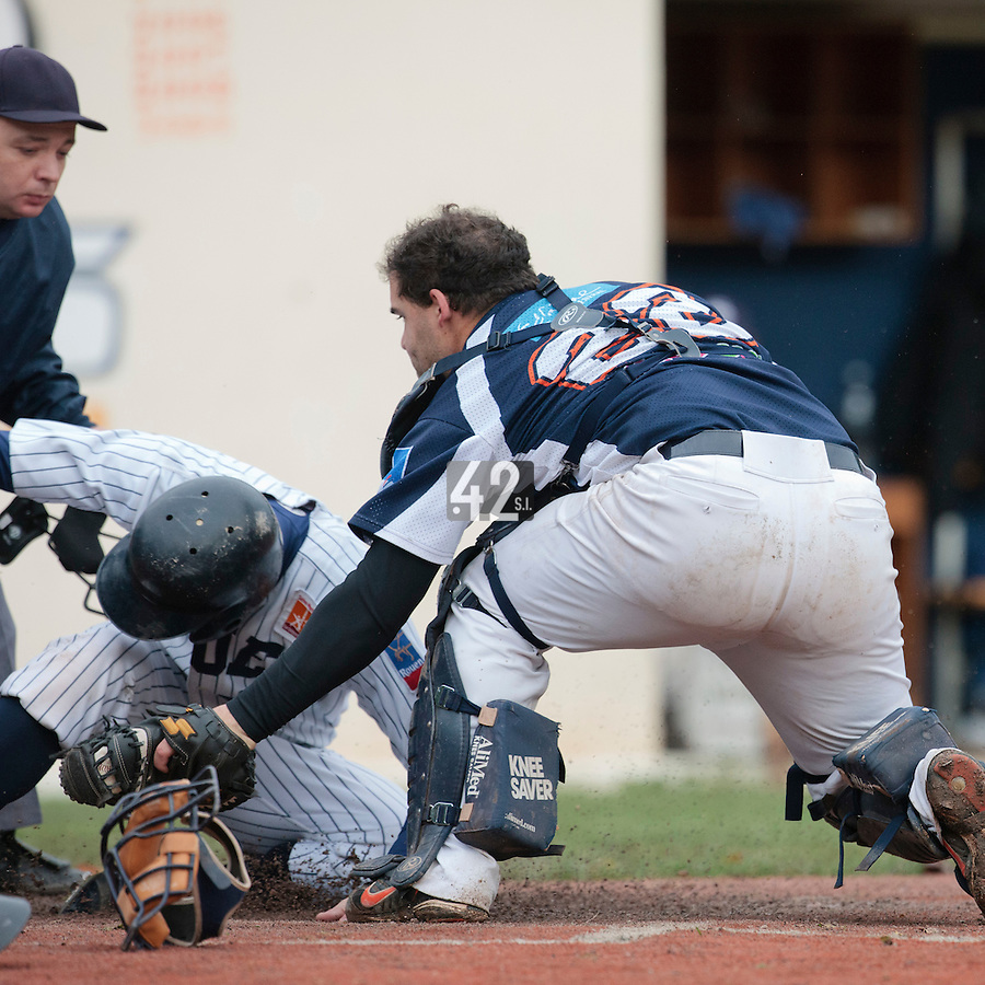 23 October 2010: Vincent Ferreira of Savigny tags out Kenji Hagiwara during Savigny 8-7 win (in 12 innings) over Rouen, during game 3 of the French championship finals, in Rouen, France.