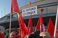 10.000 persone al Palalido di Milano con l'ulivo di Prodi. Il popolo dell'ulivo, dall'UDEUR a Rifondazione Comunista.
