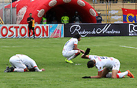PASTO -COLOMBIA, 26-OCTUBRE-2014.  Decepcion de los jugadores del Atletico Junior al dejarse empatar en el ultimo minuto por el Deportivo Pasto y quedar por fuera de los cuadrangulares finales.  Accion de juego entre los equipos Deportivo Pasto y Atletico Junior   partido de la fecha 16 de la Liga Postobon II 2014 jugado en el estadio Libertad de la ciudad de Pasto./ Deception of the players of Atletico Junior to tie in the final minute for Deportivo Pasto and left out of the final runs. Action game between Deportivo Pasto and Atletico Junior team match of the day 16 of the 2014 Liga Postobon II played in the Liberty Stadium Pasto during match valid for the 16th date of Postobon League II 2014 played at Libertad stadium in Pasto city. Photo: VizzorImage  / Leonardo Castro / Stringer