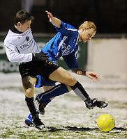 SC Oostrozebeke - SV Rumbeke..duel om de bal tussen Kevin Wullaert (links) en Pieter Steurbaut (rechts)..foto VDB / BART VANDENBROUCKE