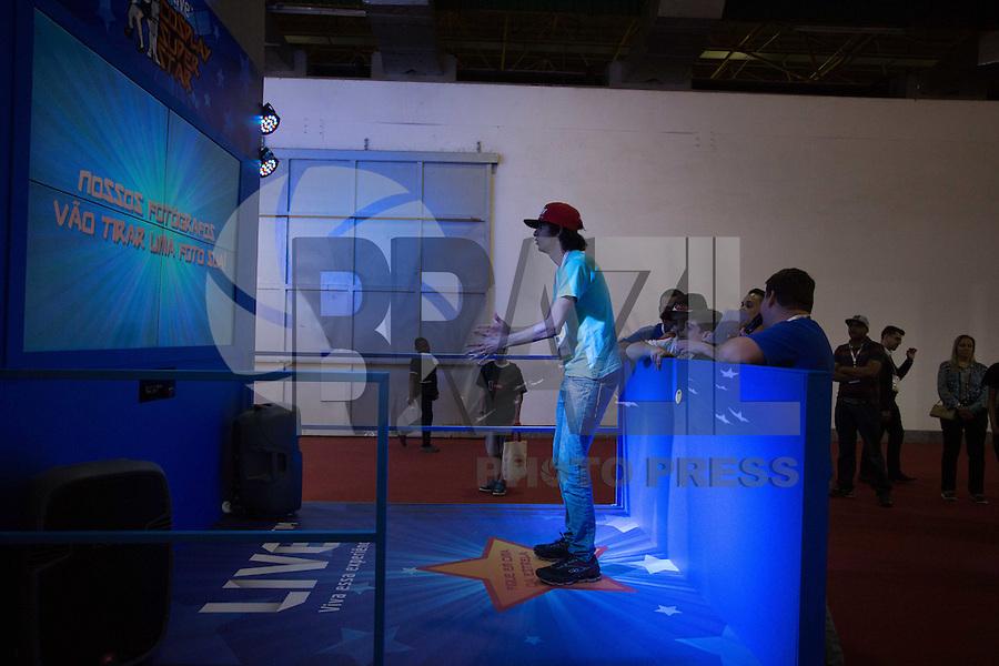 SAO PAULO, SP, 08.10.2014 - BRASIL GAME SHOW - Movimentação durante 7ª edição do Brasil Game Show, maior feira de jogos eletrônicos da América Latina, no Expo Center Norte em São Paulo, SP, nesta quarta-feira (08). O evento acontece até o dia 12 de outubro. (Foto: Adriana Spaca / Brazil Photo Press).