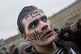 """Protester with """"Putin is a thief"""" written on his forehead on Saint Petersburgs Palace Sqaure in front of the Winter Palace as part of the anti-corruption protest, organised by Russia oppositional Alexsei Navalny in Saint Petersburg and the rest of Russia on the 26.03.2017. With thouasands particpating these are the biggest demonstrations in Russia since 2011."""
