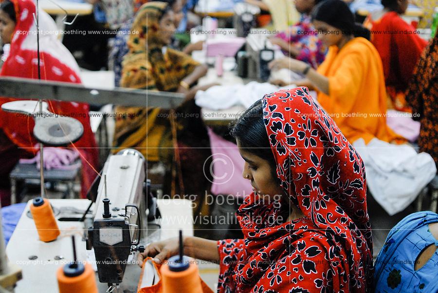 BANGLADESH , Dhaka, textile production, textile factory produce cheap textiles for export for western discounter / BANGLADESCH , Dhaka, Textilfabrik produziert billige Textilien fuer den Export fuer westliche Textildiscounter