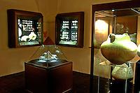 Exposição de pedras preciosas, semi preciosas e cerâmica do pólo jolheiro que funciona no desativado presídio São José, hoje conhecido como São José Liberto.<br />01/11/2005<br />Belém, Pará, Brasil<br />Foto Lucivaldo Sena/Interfoto