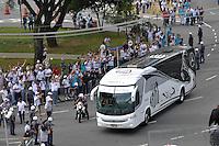 SÃO PAULO, SP, 06 DE MAIO DE 2012 - FINAL DO CAMPEONATO PAULISTA - SANTOS x GUARANI: Onibus do Santos chega ao estádio antes da partida Santos x Guarani, primeira partida da final do Campeonato Paulista no Estádio do Morumbi. FOTO: LEVI BIANCO - BRAZIL PHOTO PRESS