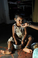 INDIA Tamil Nadu Dindigul, small child eating food / INDIEN Tamil Nadu, Dindigul , Kleinkind beim Essen