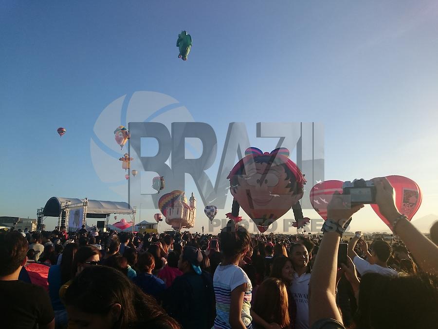 PAMPANGA, FILIPINAS, 13.02.2016 - FESTIVAL-BALÃO -  Milhares de filipinos participaram do 20º Philippine International Hot Air Balloon Festival em Pampanga nas Filipinas neste sábado, 13. (Foto: Sherbien Dacalanio/Brazil Photo Press)