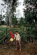 On the Highway number 1 between Danang and Hué, February 1988. A great Buddha can be seen from the Highway.