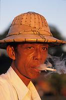 Asie/Birmanie/Myanmar/Haute Birmanie/Mandalay: Sur le port - Conducteur de Rickshaw