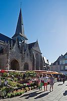 Europe/France/Pays de la Loire/44/Loire-Atlantique/Parc Naturel Régional de Brière/Guérande: Marché, place Saint-Aubin devant la Collégiale Saint-Aubin