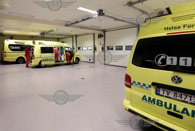 Ambulances in teh garage at the pre-hosptial base in Førde.