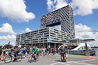 Nederland Amsterdam 2020. Nieuwbouw bij de Houthaven. Pontsteiger appartementen. Pont naar Amsterdam-Noord. Foto Berlinda van Dam / Hollandse Hoogte