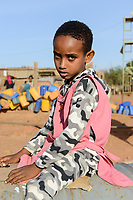 ETHIOPIA, Tigray, Shire, eritrean refugee camp May-Ayni managed by ARRA and UNHCR / AETHIOPIEN, Tigray, Shire, Fluechtlingslager May-Ayni fuer eritreische Fluechtlinge, Maedchen aus Eritrea