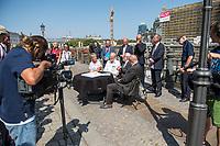 Pressekonferenz am Donnerstag den 23. August 2018 u.a. mit Lothar de Maiziere, letzter DDR- Ministerpraesident, Sabine Bergmann-Pohl, Praesidentin der letzten Volkskammer der DDR, Guenter Nooke, ehemaliger DDR-Buergerrechtler und Wolfgang Thierse ehemaliger Bundestagspraesident zum geplanten Freiheits- und Einheitsdenkmal, welches nach Willen der Initiatoren vor dem wiedererrichteten Berliner Stadtschloss gebaut werden soll.<br /> Am Tisch sitzend vlnr.: Sabine Bergmann-Pohl, Wolfgang Thierse, Lothar de Maiziere und Guenter Nooke.<br /> Hinten stehend in der Mitte: Sebastian Letz, Architekt und Kreativdirektor.<br /> 23.8.2018, Berlin<br /> Copyright: Christian-Ditsch.de<br /> [Inhaltsveraendernde Manipulation des Fotos nur nach ausdruecklicher Genehmigung des Fotografen. Vereinbarungen ueber Abtretung von Persoenlichkeitsrechten/Model Release der abgebildeten Person/Personen liegen nicht vor. NO MODEL RELEASE! Nur fuer Redaktionelle Zwecke. Don't publish without copyright Christian-Ditsch.de, Veroeffentlichung nur mit Fotografennennung, sowie gegen Honorar, MwSt. und Beleg. Konto: I N G - D i B a, IBAN DE58500105175400192269, BIC INGDDEFFXXX, Kontakt: post@christian-ditsch.de<br /> Bei der Bearbeitung der Dateiinformationen darf die Urheberkennzeichnung in den EXIF- und  IPTC-Daten nicht entfernt werden, diese sind in digitalen Medien nach §95c UrhG rechtlich geschuetzt. Der Urhebervermerk wird gemaess §13 UrhG verlangt.]