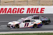 #11: Denny Hamlin, Joe Gibbs Racing, FedEx Express Toyota Camry, #4: Kevin Harvick, Stewart-Haas Racing, Mobil 1 Ford Mustang