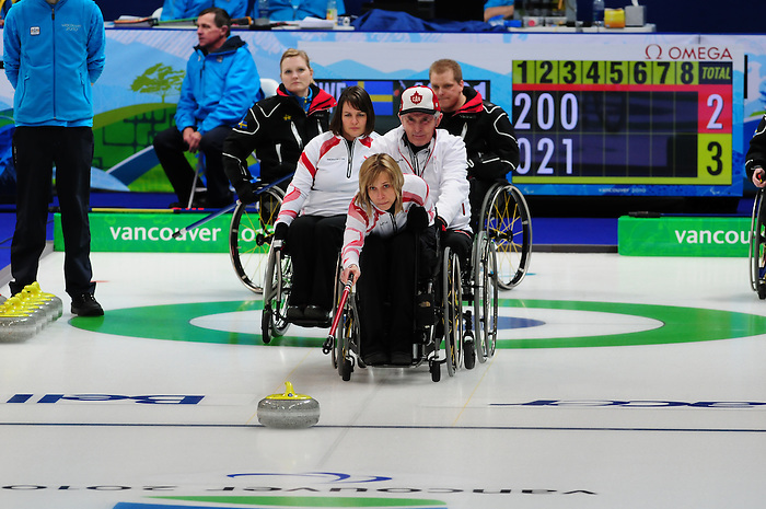 Sonja Gaudet, Vancouver 2010 - Wheelchair Curling // Curling en fauteuil roulant.<br /> Team Canada competes in Wheelchair Curling // Équipe Canada participe en curling en fauteuil roulant. 13/03/2010.
