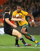 New Zealand's Ben Smith, left, challenges Australia's Tevita Kuridrani in the Bledisloe Cup rugby match, Forsyth Barr Stadium, Dunedin, New Zealand, Saturday, October 19, 2013. Credit:SNPA / Dianne Manson.