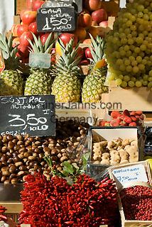 Italy, South Tyrol (Alto Adige) Bolzano: fruit market at Piazza delle Erbe