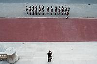 UN PHOTOGRAPHE PREND EN PHOTO LA GARDE REPUBLICAINE - 34EME SOMMET FRANCO-ITALIEN A LYON