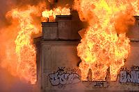 Un viejo molino se incendia en Paterna