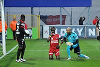 KV Kortrijk - Standard :.Ernest Nfor viert zijn doelpunt bij Sinan Bolat.foto VDB / BART VANDENBROUCKE