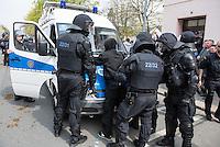 Ca. 1000 Nazis aus ganz Deutschland marschierten am Sonntag den 1. Mai 2016 im Saeschsichen Plauen auf. Die Naziorganisation 3.Weg hatte den Marsch angemeldet. Etliche Nazis waren dabei vermummt und zeigten auch den Hitlergruss, die Polizei schritt jedoch nicht ein.<br /> Nach der Haelfte der Marschroute beendeten die Nazis ihre Demonstration, da die Polizei die Marschroute verkuerzen wollte. Sie forderten die Polizei auf den Weg freizugeben. Danach griffen Aufmarschteilnehmer die Polizei an, die daraufhin Wasserwerfer, Pfefferspray, Traenengas und Schlagstoecke einsetzte. Mehrere Gruppen Nazis zogen danach durch Plauen und jagten Menschen.<br /> Nach einer Stunde bekamen die Nazis einen erneuten Aufmarsch von der Polizei genehmigt und zogen zurueck zum Bahnhof.<br /> Im Bild: Die Polizei nimmt kurzzeitig einen Nazi fest, laesst ihn kurz darauf wegen fehlender Kapazitaeten wieder frei.<br /> 1.5.2016, Plauen<br /> Copyright: Christian-Ditsch.de<br /> [Inhaltsveraendernde Manipulation des Fotos nur nach ausdruecklicher Genehmigung des Fotografen. Vereinbarungen ueber Abtretung von Persoenlichkeitsrechten/Model Release der abgebildeten Person/Personen liegen nicht vor. NO MODEL RELEASE! Nur fuer Redaktionelle Zwecke. Don't publish without copyright Christian-Ditsch.de, Veroeffentlichung nur mit Fotografennennung, sowie gegen Honorar, MwSt. und Beleg. Konto: I N G - D i B a, IBAN DE58500105175400192269, BIC INGDDEFFXXX, Kontakt: post@christian-ditsch.de<br /> Bei der Bearbeitung der Dateiinformationen darf die Urheberkennzeichnung in den EXIF- und  IPTC-Daten nicht entfernt werden, diese sind in digitalen Medien nach §95c UrhG rechtlich geschuetzt. Der Urhebervermerk wird gemaess §13 UrhG verlangt.]