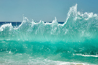 Ocean waves at Makaha Beach Park. Ko Olina, Oahu, Hawaii