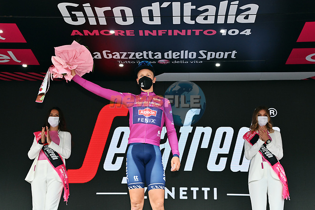 Tim Merlier (BEL) Alpecin Fenix takes over the points Maglia Ciclamino at the end of Stage 8 of the 2021 Giro d'Italia, running 170km from Foggia to Guardia Sanframondi, Italy. 15th May 2021.  <br /> Picture: LaPresse/Gian Mattia D'Alberto | Cyclefile<br /> <br /> All photos usage must carry mandatory copyright credit (© Cyclefile | LaPresse/Gian Mattia D'Alberto)