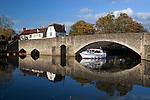 Great Britain, Oxfordshire, Abingdon: Abingdon Bridge and the Nags Head pub over the River Thames