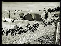 Fluechtlingscamp Arin Mirxan nahe der Ortschaft Suruc im tuerkischen Grenzgebiet zu Syrien. Hier leben ca. 250 Menschen, die vor dem Krieg des IS gegen die Kurden in dem Kurdengebiet Rojava von Syrien aus in die Tuerkei geflohen sind.<br /> 18.10.2015, Suruc/Tuerkei<br /> Copyright: Christian-Ditsch.de<br /> [Inhaltsveraendernde Manipulation des Fotos nur nach ausdruecklicher Genehmigung des Fotografen. Vereinbarungen ueber Abtretung von Persoenlichkeitsrechten/Model Release der abgebildeten Person/Personen liegen nicht vor. NO MODEL RELEASE! Nur fuer Redaktionelle Zwecke. Don't publish without copyright Christian-Ditsch.de, Veroeffentlichung nur mit Fotografennennung, sowie gegen Honorar, MwSt. und Beleg. Konto: I N G - D i B a, IBAN DE58500105175400192269, BIC INGDDEFFXXX, Kontakt: post@christian-ditsch.de<br /> Bei der Bearbeitung der Dateiinformationen darf die Urheberkennzeichnung in den EXIF- und  IPTC-Daten nicht entfernt werden, diese sind in digitalen Medien nach §95c UrhG rechtlich geschuetzt. Der Urhebervermerk wird gemaess §13 UrhG verlangt.]