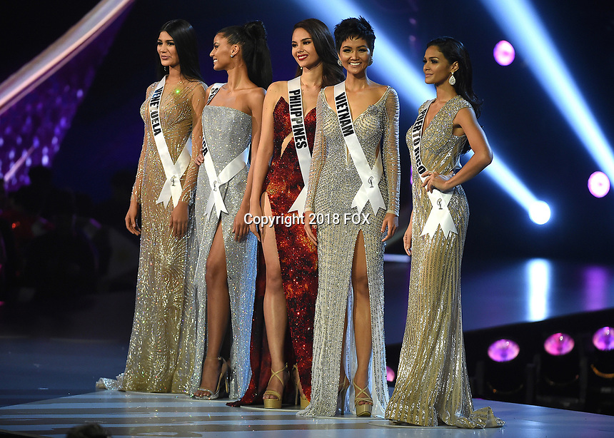 BANGKOK, THAILAND - DECEMBER 17:  Miss Venezuela Sthefany Gutierrez, Miss South Africa Tamaryn Green, Miss Philippines Catriona Gray, Miss Vietnam H'Hen NiÍ and Miss Puerto Rico Kiara Ortega onstage on the 2018 MISS UNIVERSE competition at the Impact Arena in Bangkok, Thailand on December 17, 2018. (Photo by Frank Micelotta/FOX/PictureGroup)