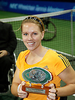 18-11-07, Netherlands, Amsterdam, Wheelchairtennis Masters 2007, Esther Vergeer with the NEC trophy