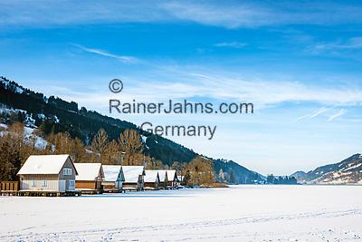 Deutschland, Bayern, Schwaben, Oberallgaeu, Buehl am Grossen Alpsee westlich von Immenstadt: Bootshaeuser - Schnee- und Eisdecke auf dem Alpsee | Germany, Bavaria, Swabia, Upper Allgaeu, Buehl at Lake Great Alpsee near Immenstadt: frozen lake Alpsee and boathouses