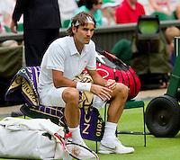 21-06-10, Tennis, England, Wimbledon, Roger Federer verliest de eerste set in de openingspartij op centercourt