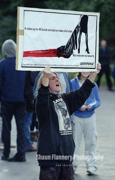 Pix: Shaun Flannery/shaunflanneryphotography.com...COPYRIGHT PICTURE>>SHAUN FLANNERY>01302-570814>>07778315553>>..17th October 1999..Animal Rights demonstration outside the mink farm at Cadeby Road, Sprotbrough..A protester with a placard makes her point heard..