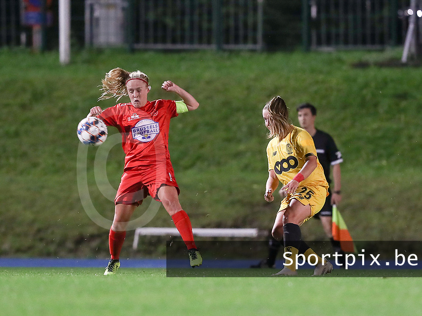 Standard's Davinia Vanmechelen (25) (R) and Woluwe's Jana Simons (8) (L) in action during a female soccer game between FC Femina WS Woluwe and Standard Femina de Liege on the fourth match day of the 2020 - 2021 season of Belgian Womens Super League , Friday 8th of October 2020  in Liege , Belgium . PHOTO SPORTPIX.BE | SPP | SEVIL OKTEM