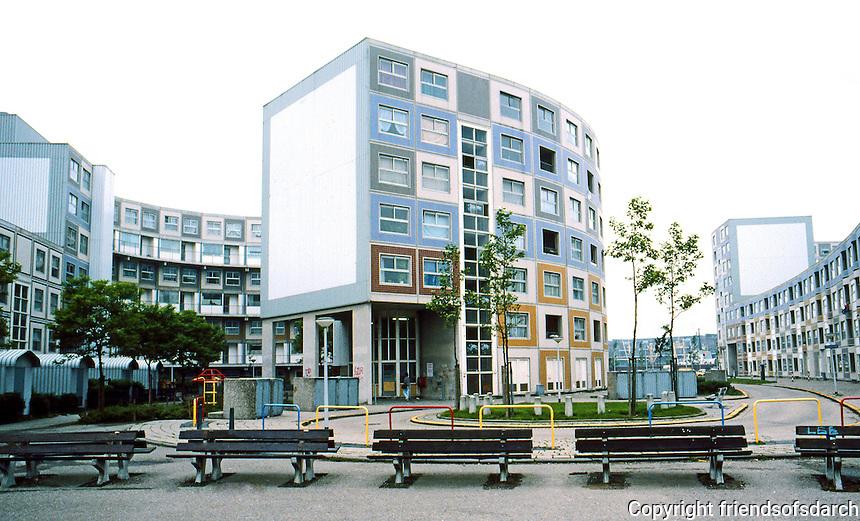 Rotterdam: De Peperklip--1980. Low-income housing. Photo '87.