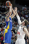Real Madrid's Andres Nocioni (r) and Maccabi Electra Tel Aviv's Joe Alexander during Euroleague match.March 27,2015. (ALTERPHOTOS/Acero)